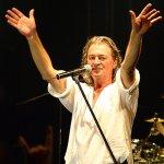 Ο Ian Gillan τραγουδάει για το κοινό της Θεσσαλονίκης