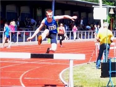 Bild zu Jan Eric Baumgarten holt Bezirksmeistertitel über die Hindernisstrecke (1.6.2012 )