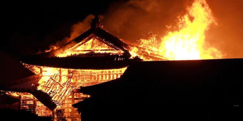 Breaking news –  Un incendio distrugge il Castello di Okinawa: era patrimonio Unesco.