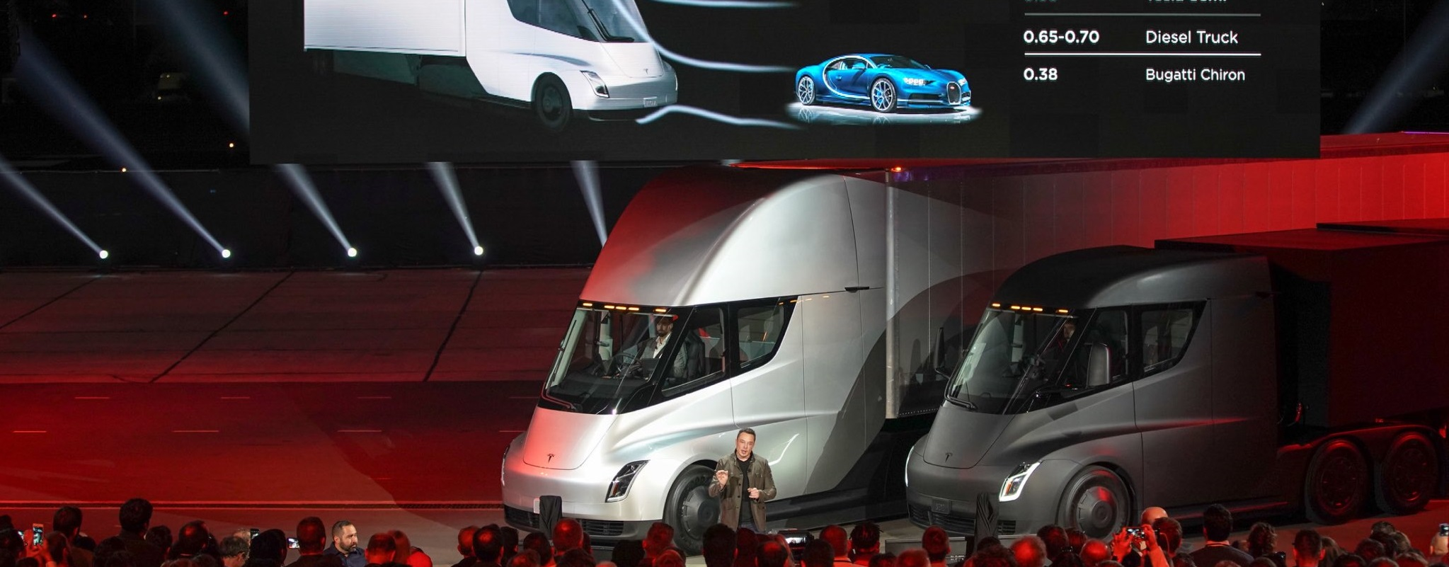 tesla d voile un semi remorque et son nouveau roadster newsgeek. Black Bedroom Furniture Sets. Home Design Ideas