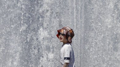 A child enjoys a fountain at a park in Vancouver, Canada, June 27, 2015. According to the weather forecast from Environment Canada, heat wave warning was issued in Vancouver with temperature expected to rise dramatically over the weekend with about 30 degree Celsius. The inland of British Columbia may hit at 40 degree.(Xinhua/Liang sen)