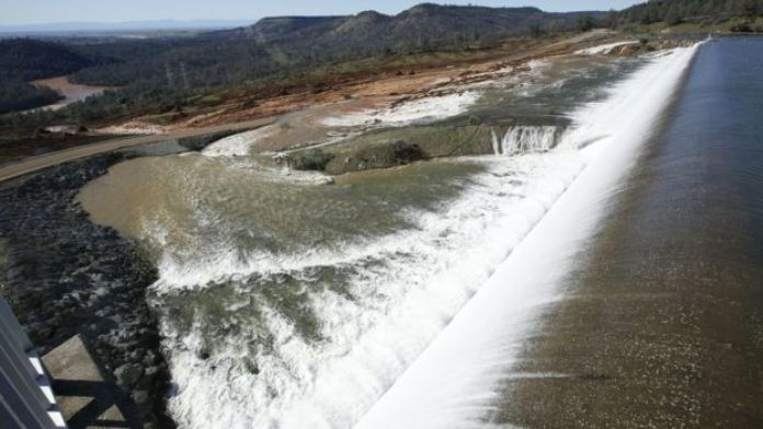 Water flows over the emergency spillway at Oroville Dam in California, 11 February 2017