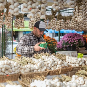 A vendor in the ByWard Market in Ottawa, Canada, October 5, 2018. (Cole Burston)