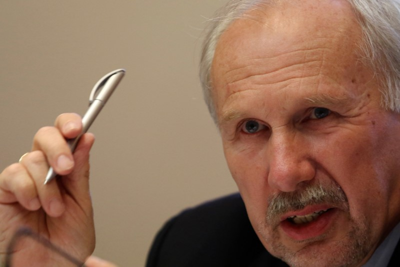 © Reuters.  ECB Buying Equities for Stimulus Isn't an Option, Nowotny Says
