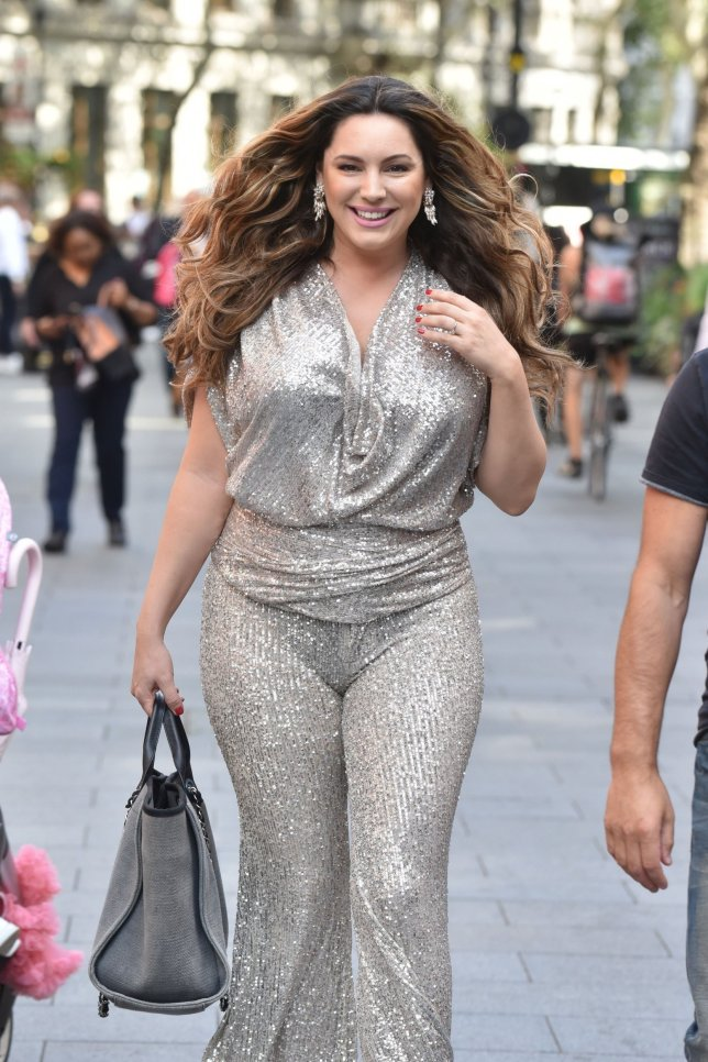 BGUK_1687517 - London, UNITED KINGDOM - Kelly Brook sparkles as she arrives at the Global Studios wearing a silver outift with co-presenter Jason King ready for their 'office summer party'. Pictured: Kelly Brook - Jason King BACKGRID UK 15 AUGUST 2019 BYLINE MUST READ: BACKGRID UK: +44 208 344 2007 / uksales@backgrid.com USA: +1 310 798 9111 / usasales@backgrid.com *UK Clients - Pictures Containing Children Please Pixelate Face Prior To Publication*
