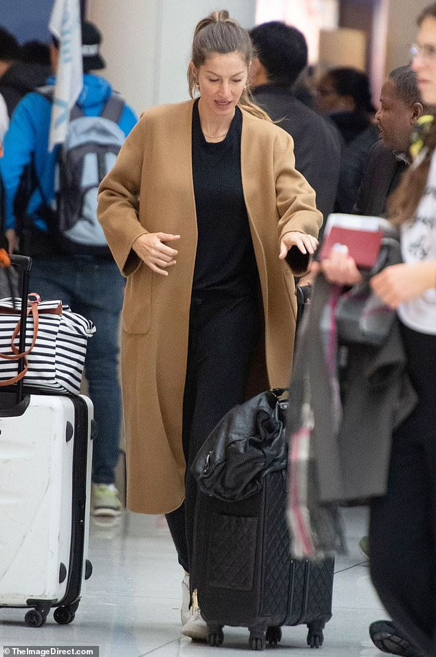 Cozy chic: Bündchen sported a black ribbed sweatshirt, which she wore tucked into matching joggers