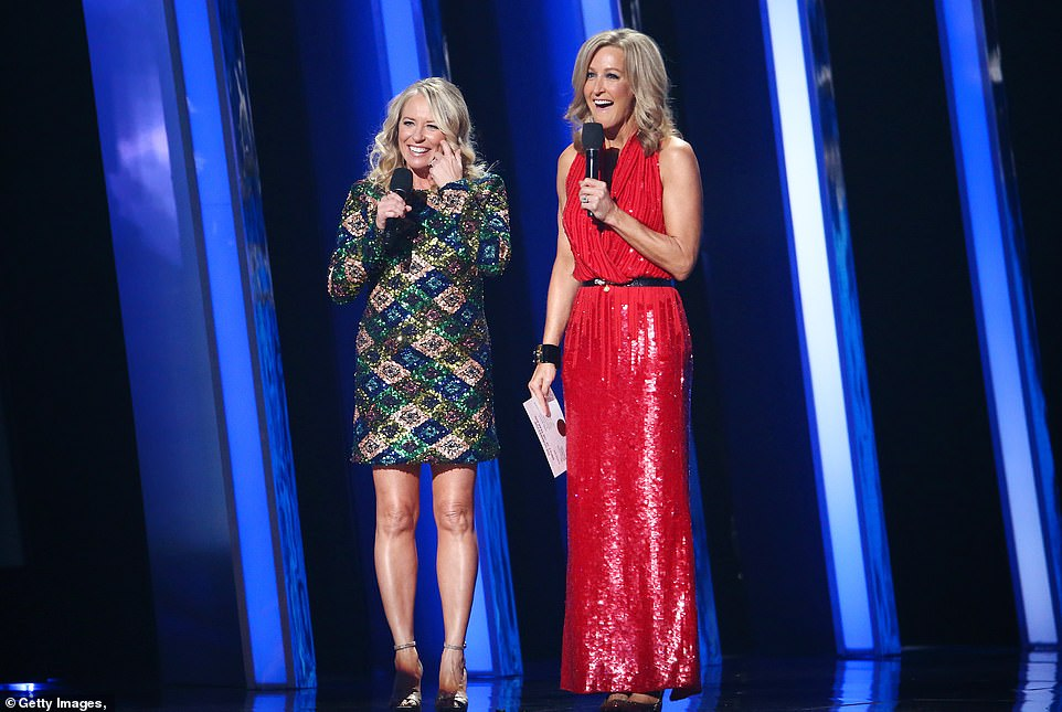 Presenters:The award was presented by Good Morning America's Lara Spencer and Deena Carter, who won that same award for Strawberry Wine in 1997
