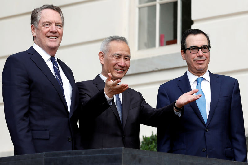 © Reuters. FILE PHOTO: U.S. Treasury Secretary Steve Mnuchin greets China's Vice Premier Liu He