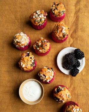 Blackberry, apple and kefir muffins