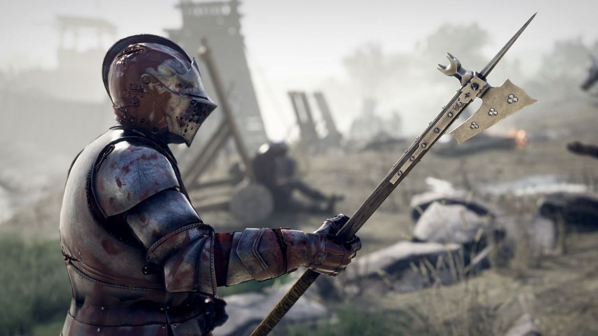 armored knight holding a pole axe in Mordhau