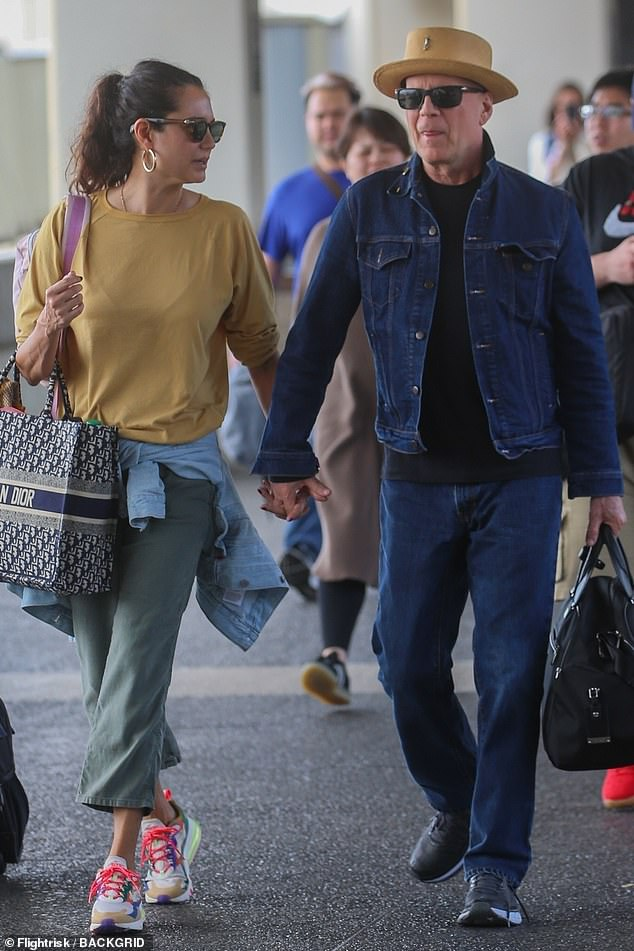 He's a cool dad!Bruce Willis was spotted rocking denim on denim on Saturday when he left Hawaii with his wife and kids