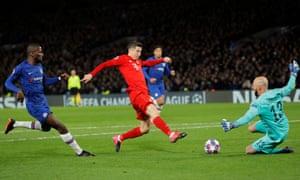 Robert Lewandowski is denied by Chelsea goalkeeper Willy Caballero.