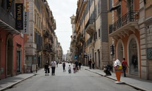 Pedestrians take to Rome's streets