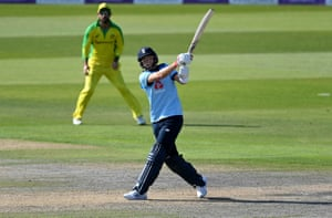 Root hits Stoinis for six.