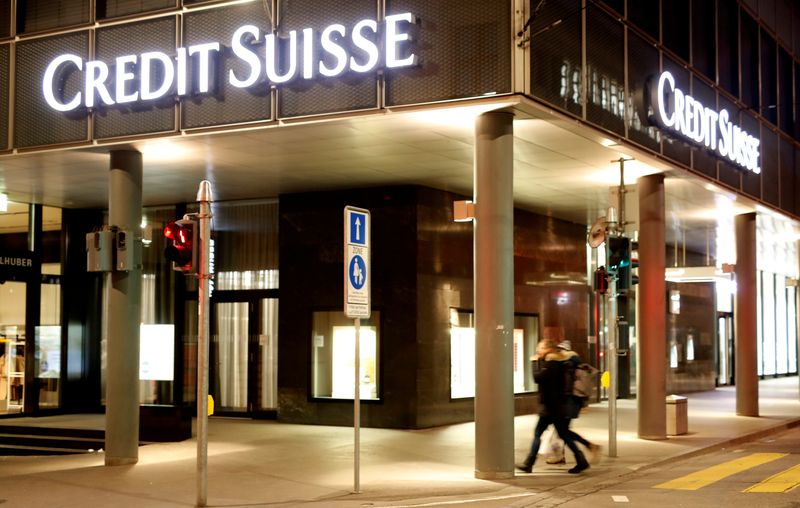 © Reuters. FILE PHOTO: Logo of Swiss bank Credit Suisse is seen in Basel