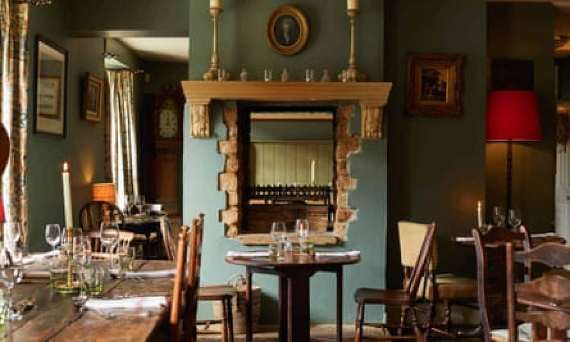 Lord Poulett Arms dining room