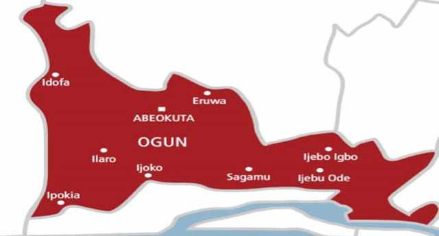 Hoodlums hold Customs officials hostage, snatch gun from soldiers in Ogun