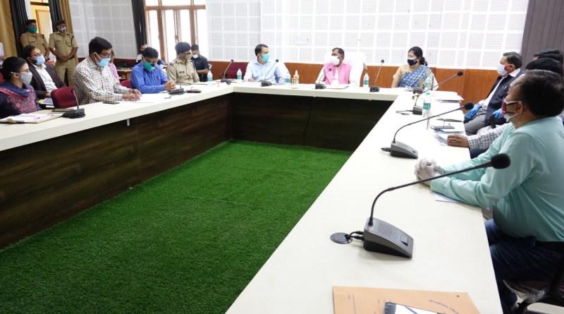 उत्तराखंड सरकार बिशन सिंह चुफाल अध्यक्षता में विकास भवन सभागार में कोविड-19 संक्रमण के प्रभावी प्रबंधन एवं अनुश्रवण हेतु गठित जिला स्तरीय समिति की बैठक कर समीक्षा की।