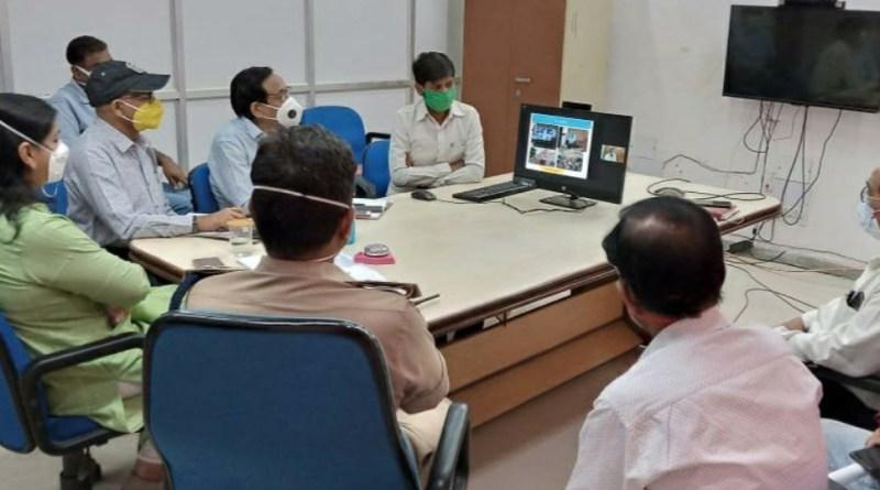 डीएम व एसपी ने किया ग्रमीण क्षेत्र का भ्रमण व मुख्यमंत्री से वर्चुअल संवाद