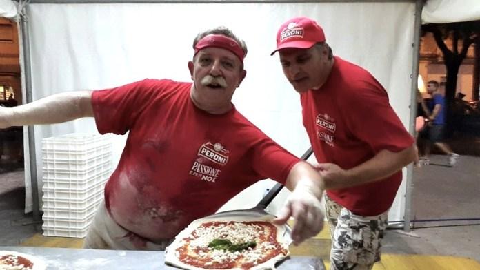 pizza napoletana_a destra Luigi Pirozzi referente ASSOCIAZIONE PIZZAIOLI VESUVIANI