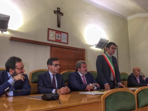 2016-09-26-emiliano-firma-castellaneta-sottoscrizione-adesione-fondo-di-solidarietai-3