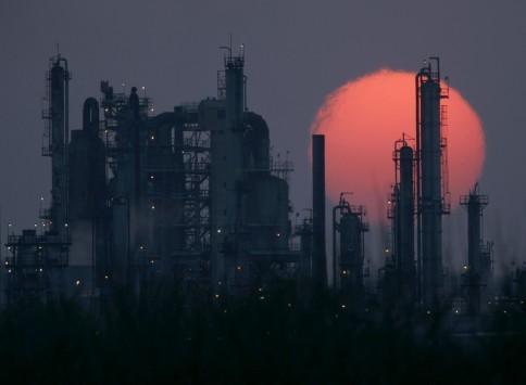 Απειλεί να τινάξει στον αέρα τους υδρογονάνθρακες σε Ιόνιο και Κρήτη η τιμή του πετρελαίου - Τι ρόλο παίζει το μεγάλο βάθος των κοιτασμάτων