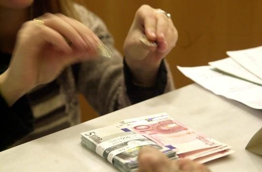 Στα σεντούκια πάλι τα λεφτά - Εκτινάχθηκαν σήμερα οι αναλήψεις μετά την είδηση για προσφυγή δυο τραπεζών στον ELA