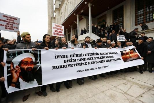 Διαδήλωσαν υπέρ των δραστών της επίθεσης στο Charlie Hebdo!
