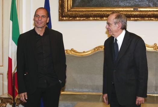 Βαρουφάκης από την Ιταλία: Δεν έχει σημασία πως θα ονομάσουμε τη μείωση του χρέους - Αύριο στον Ντράγκι και μετά Σόιμπλε