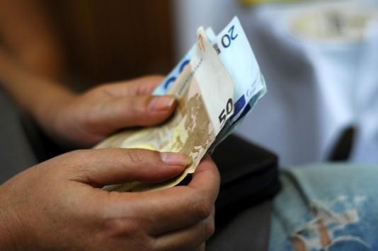 """Πολυνομοσχέδιο: """"Βόμβα"""" από το υπουργείο Οικονομικών! Κόβονται οι αυξήσεις στα ειδικά μισθολόγια μέχρι το τέλος του 2018"""