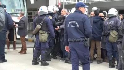 Μνημόσυνο Κατσίφα: Τι καταγγέλλουν οι Έλληνες για το «μπλόκο» στην Κακαβιά – video   Newsit.gr