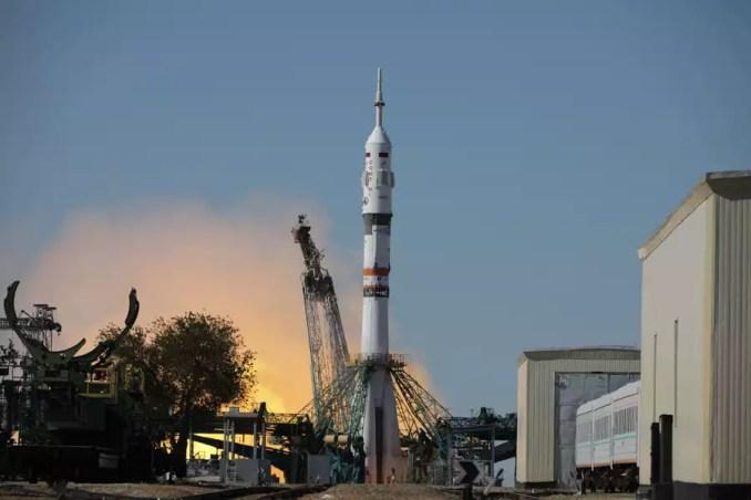 Οι Ρώσοι γυρίζουν ταινία στο Διάστημα και μπαίνουν στον ανταγωνισμό με τον Τομ Κρουζ | SoyuzMS19 Movie APE3