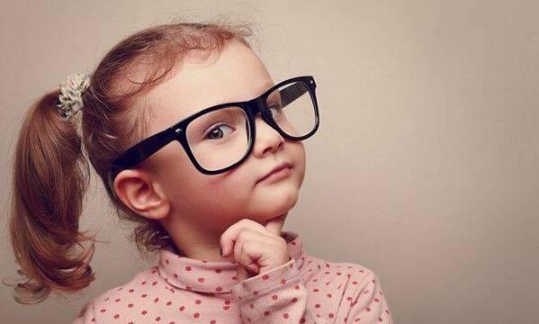 O μπαμπάς ή η μαμά κληρονομούν την εξυπνάδα στα παιδιά τους;