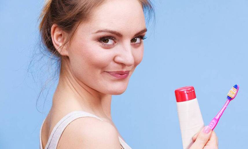 bigstock-Woman-Holds-Toothbrush-And-Pas-150835244