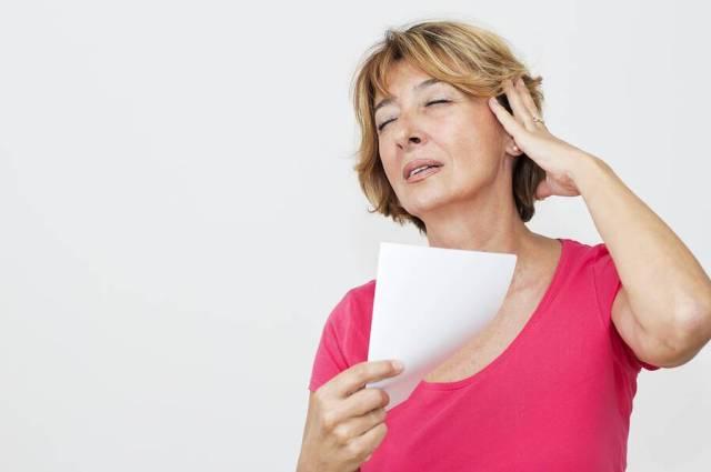 Εξάψεις: 6 κοινές αιτίες εκτός από την εμμηνόπαυση
