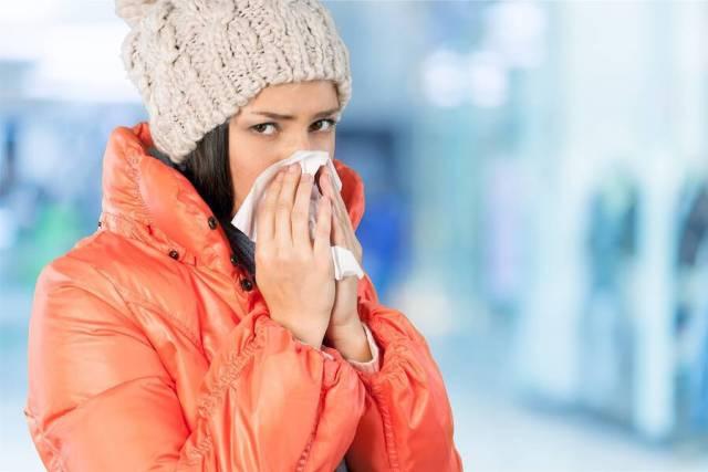 Βήχας & πόνος στο λαιμό: Πότε πρέπει να συμβουλευτείτε γιατρό