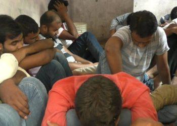 वाराणसी: UPSSSC परीक्षा का पेपर मोबाइल से हो रहा था साल्व,20 गिरफ्तार