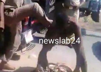 वाराणसी पुलिस का बर्बर चेहरा, बीच सड़क पर एक शख्स की बेरहमी से पिटाई- वीडियो देखें