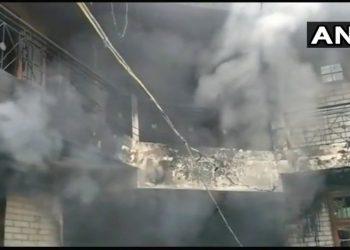 हिमाचल प्रदेश: इमारत में लगी आग, 5 की मौत, कई फंसे