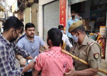 ग्राहक बन दुकान पर पहुंचे DM-SSP, 9 मुनाफाखोरों को पकड़ भेजा जेल