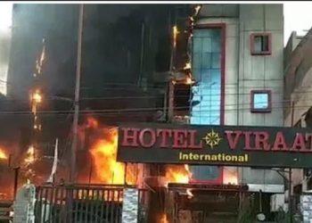 लखनऊ: होटल अग्निकांड में 6 मौतों के बाद जागा प्रशासन, 2 होटल सीज, मैनेजर गिरफ्तार