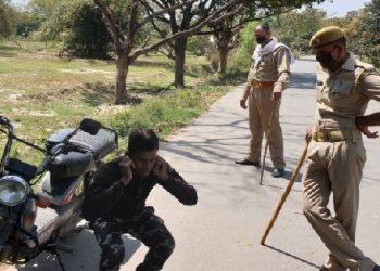 मिर्जापुर: पत्नी बनाकर पुरुष को ले जाते पकड़ाया, पुलिस ने कराई उठक-बैठक