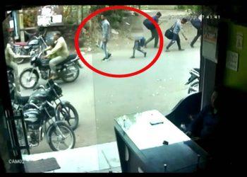 गोरखपुर: मुहर्रम जुलूस के दौरान बवाल, चौकी में तोड़फोड़, पुलिस जीप फूंकी