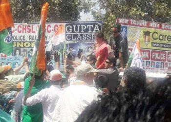 बिजनौर: प्रियंका के रोड शो में, कांग्रेस व BJP कार्यकर्ता भिड़े