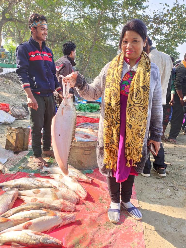 A woman with her purchase at Uzan Bazaar ghat