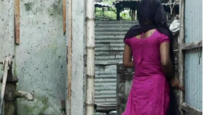 দৌলতদিয়ার যৌনপল্লি: কৈশোরে পা দেবার আগেই শুরু হয় অন্ধকার জীবন