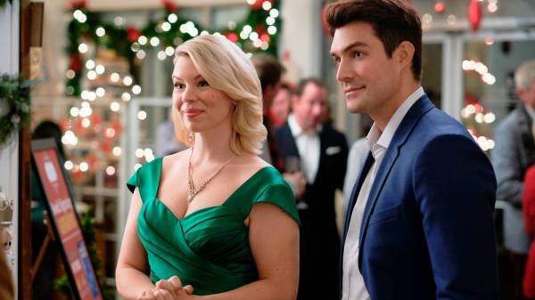 What to Watch Sunday: Christmas movies, Thanksgiving shows and American Music Awards