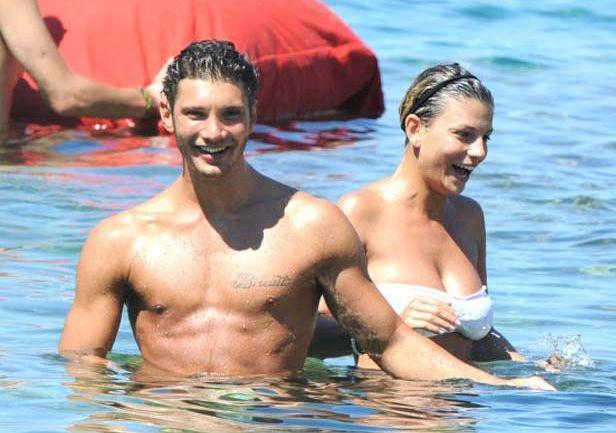 Emma Marrone e Stefano de Martino mentre si divertono al mare, per loro si parla di un ritorno di fiamma