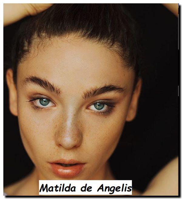Foto in primo piano di attrice e cantante bolognese Matilda de Angelis