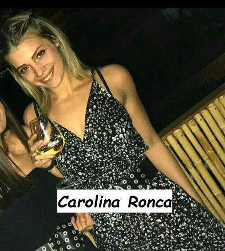 Foto in bikini di Carolina Ronca corteggiatrice di Uomini e donne ad una festa con le amiche